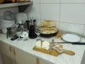 pain maison, fromage et vin